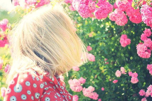 girl-925465_640